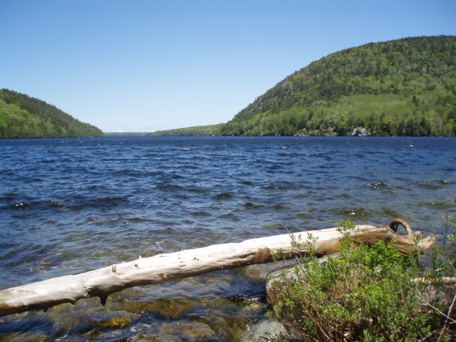 To celebrate, I chose a nice little walk around the South side of Echo Lake on the quiet side of Mount Desert Island