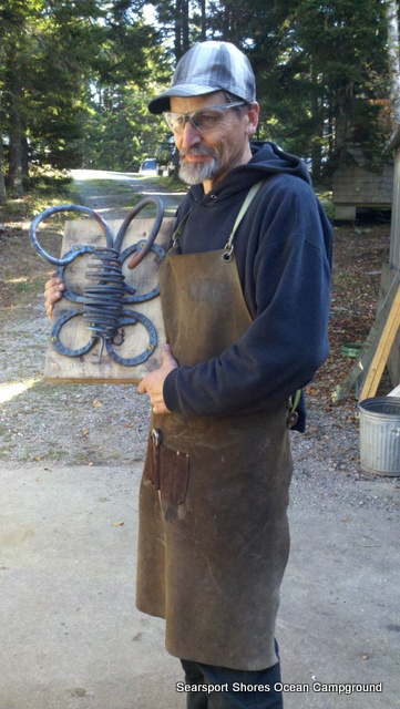 I wanted to make a door handle for the new pizza oven...a honey bee of course.  This is Jeff Towe of Mount Desert Island.  He was the Blacksmith's assistant...a full artist in his own right and such a wonderful teacher...he guided me through the bee...and did the heavy pounding so that I wouldn't feel bad.